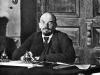 28. В.И.Ленин председательствует на заседании Совета Народных Комиссаров. Москва, 17 октября 1918 года