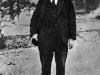 29. В.И.Ленин на прогулке во дворе Кремля по выздоровлении после ранения. Москва, октябрь 1918 года