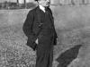31. В.И.Ленин на прогулке во дворе Кремля по выздоровлении после ранения. Москва, октябрь 1918 года