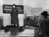 35. В.И.Ленин произносит речь на открытии временного памятника К.Марксу и Ф.Энгельсу. Москва, 7 ноября 1918 года