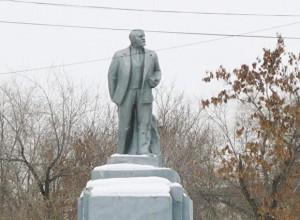 Памятник В. И. Ленину на территории ЧКПЗ г. Челябинска